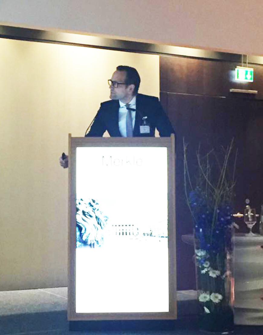 Till Merkle hält Vortrag bei der Jahrestagung der DGLO in München