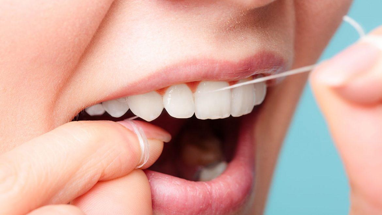 Erst Zahnseide, dann Zahnbürste!